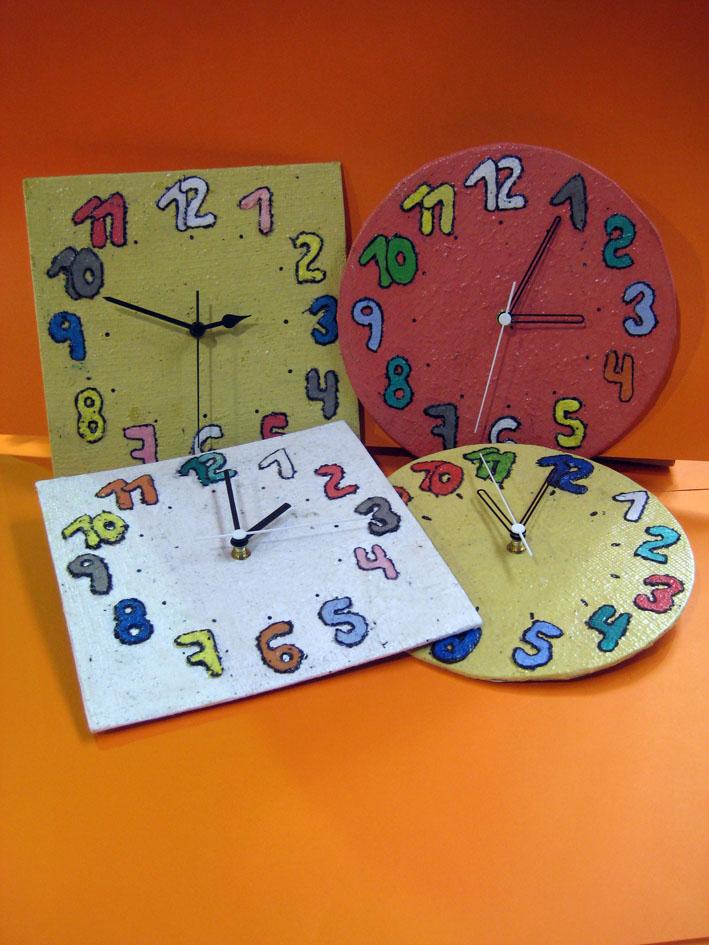 Rellotges fets amb paper reciclat