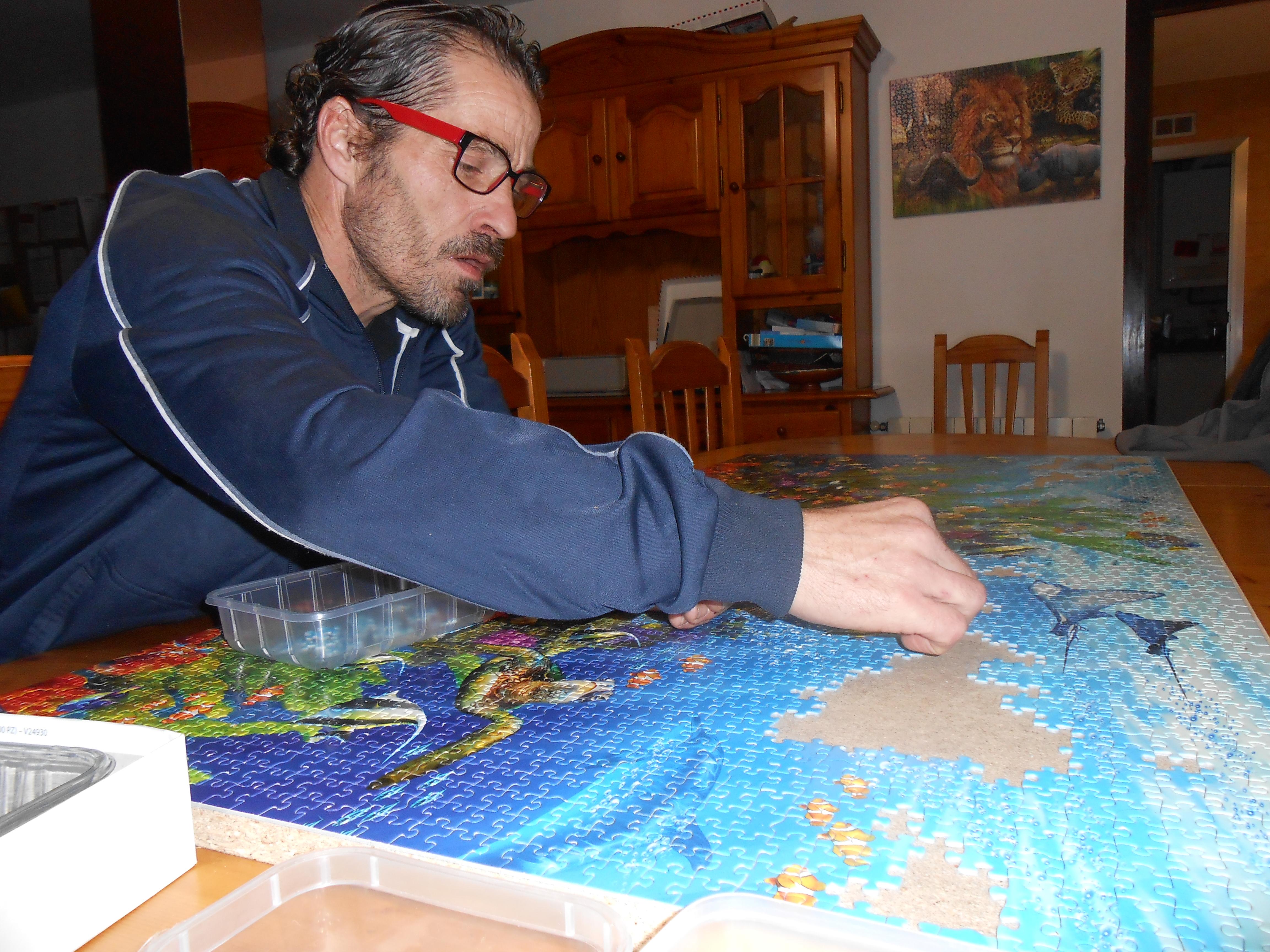 Luis fent puzles