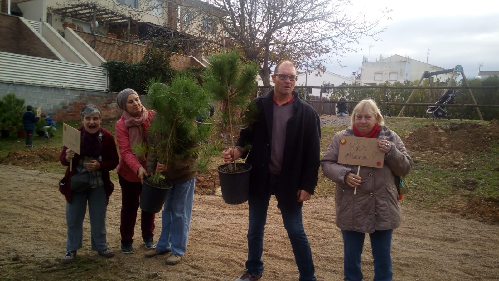 Plantem arbres a les Cabanyes