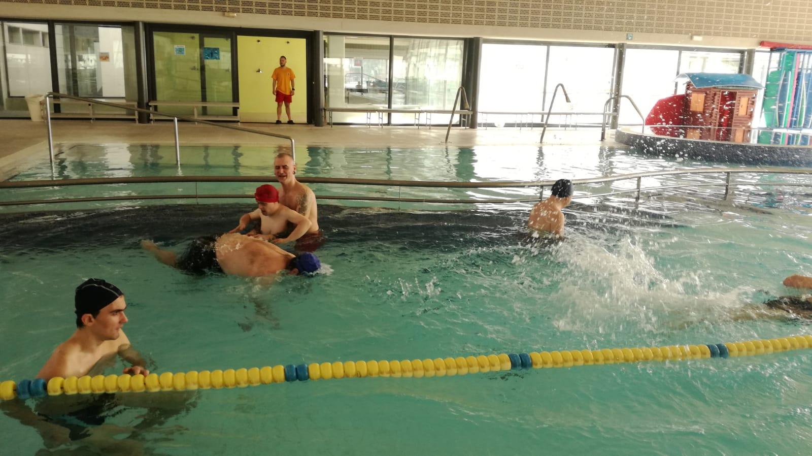 Torna l'activitat de piscina