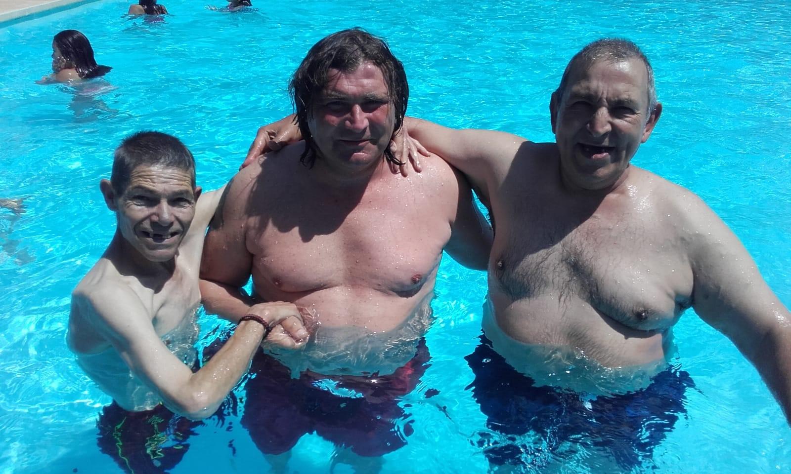 Ens banyem a la piscina de Torrelavit