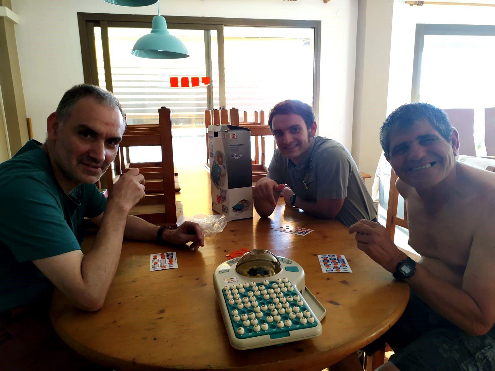 Un dia de vacances: bingo, pizza, i puzle
