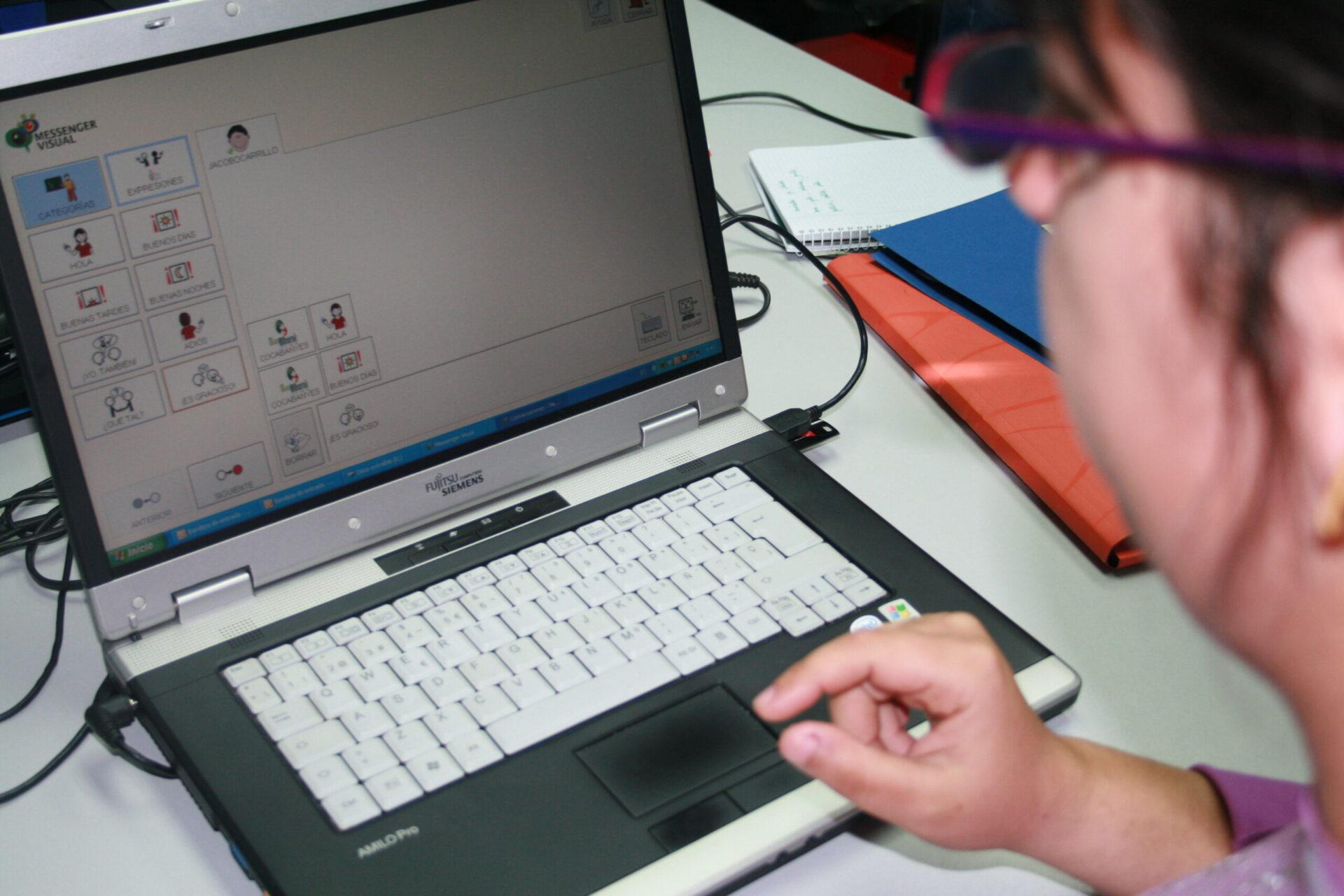 Una tablet per a comunicar-nos